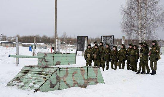 320165184150737مجندات-الجيش-الروسى-(4)
