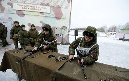 320165184150739مجندات-الجيش-الروسى-(7)