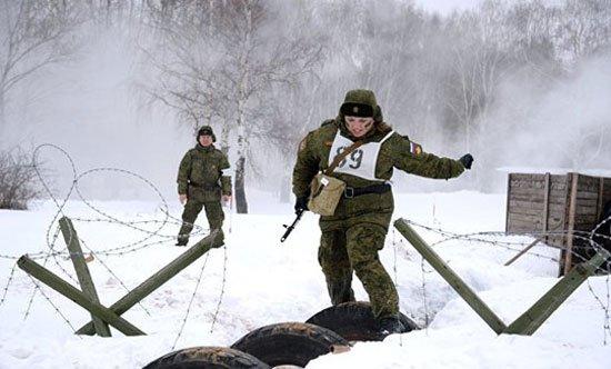 320165184150740مجندات-الجيش-الروسى-(8)